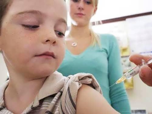 Вакцина для ребёнка. Фото http://razvitie-rebenka.org/