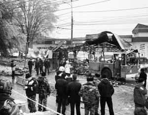 Взорванный в Волгограде троллейбус. Фото РИА Новости